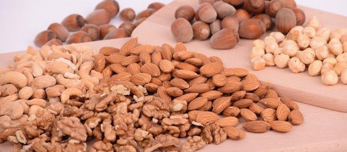 nuts-3248743_640